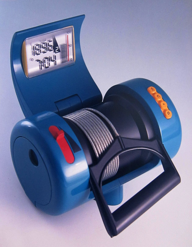 isokinetic devices Benefits because the equipment used in isokinetic training constantly monitors the exertion of the user, the resistance can be altered to keep a constant contraction on the muscles without risk of overtraining or injury.