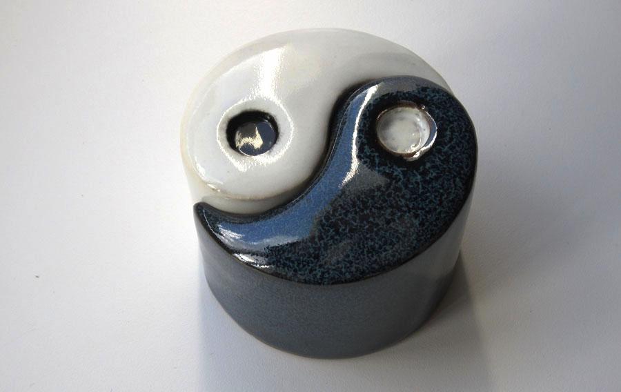 Beautiful Ying Yang Salt And Pepper Shakers #2: Yingyang-salt-pepper-shakers-12.jpg?w=900